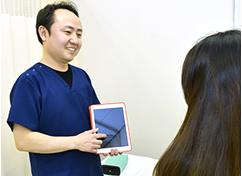 丁寧な検査と問診の写真