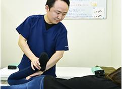 2.全身骨格矯正・筋肉調整・特殊な電気治療器で治療の写真